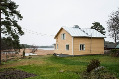 Irmeli Ekin lapsuuden kotitalo Kabbölessä, meren rannalla.