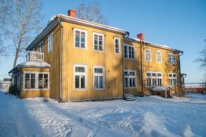 Kaarnaranta, Isnäsin sahan entinen konttorirakennus.
