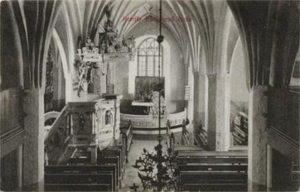 Kirkon interiööriä. (Kuva vuodelta 1909, Peter Heleniuksen kokoelmasta.)